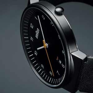 ブラウンの時計ブラック