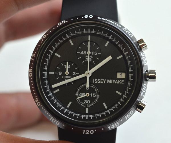 イッセイミヤケの時計トラペゾイド上から見た写真