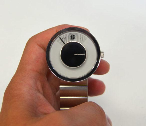 イッセイミヤケisseymiyakeの時計ビュー文字版
