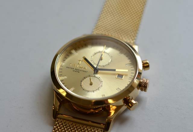 TORIWAのゴールドの時計のデザイン
