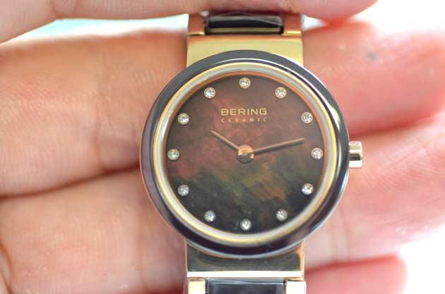 大人の女性の腕時計