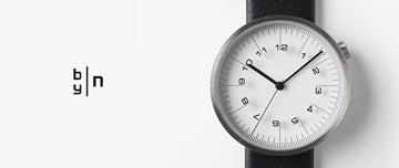 nendoバイエヌの時計の裏蓋