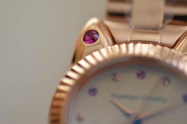 ツモリチサトのこまねきねこ、スワロフスキー猫の時計