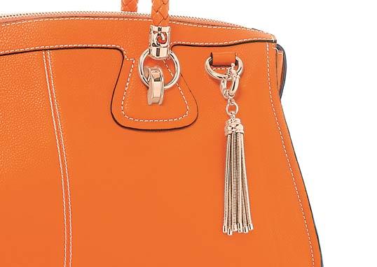 フォリフォリのオレンジのバッグ