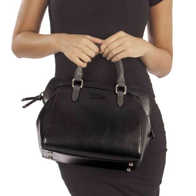 フォリフォリのバッグの人気の黒の種類や評判