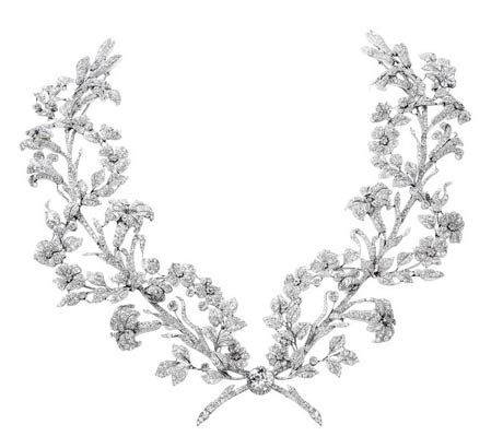 ガーランドスタイルのプラチナ製ネックレス