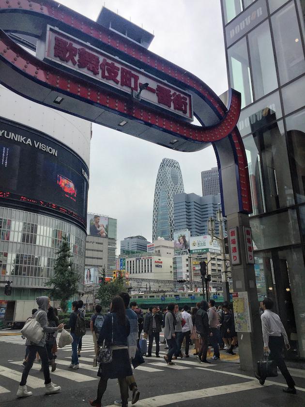 新宿歌舞伎で時計を売る