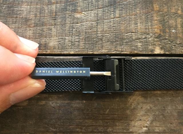 ダニエルウェリントンのペティート金属メッシュベルトのサイズ調整