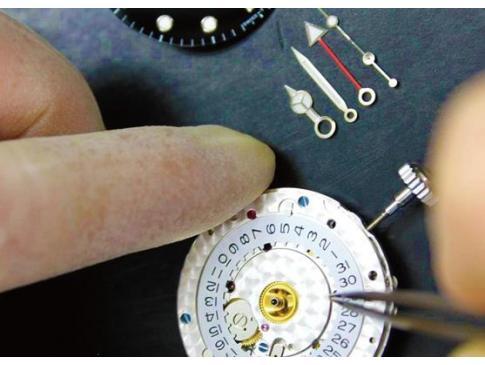 千葉県で腕時計のオーバーホールができるアキサカ