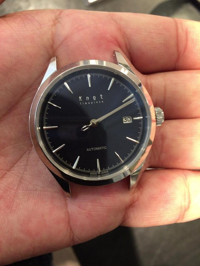 ノットの機械式時計ブラック