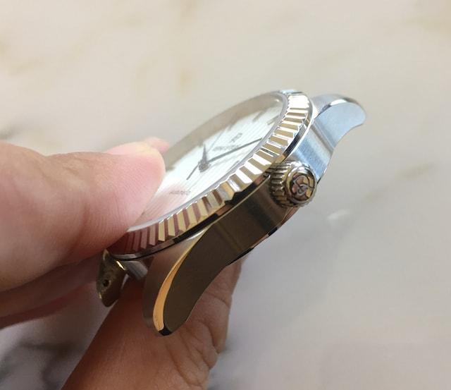 ルノータスの時計オートマチックリューズ