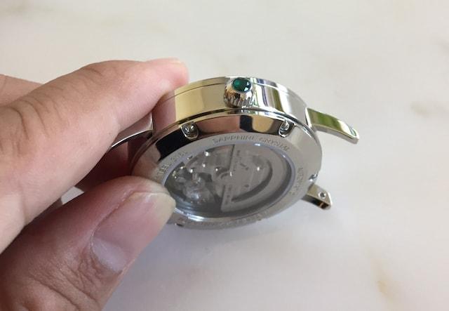 ルノタータスの時計リューズに宝石
