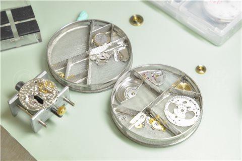 時計のオーバーホールはメーカー以外で大丈夫?おすすめの修理店。