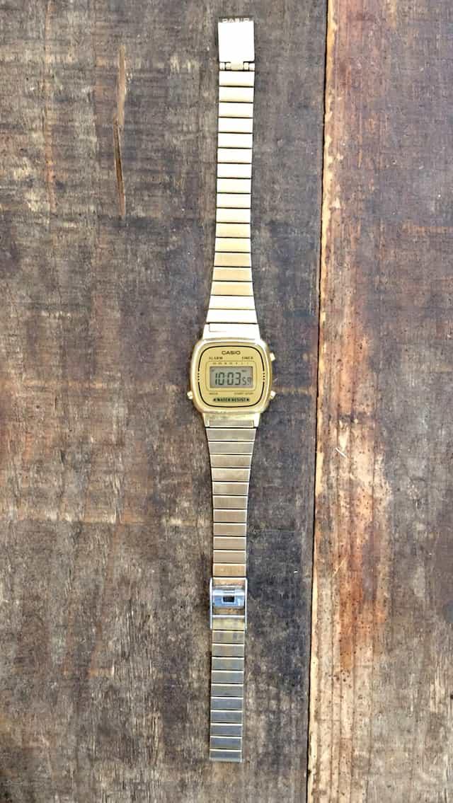 チプカシのゴールドの時計