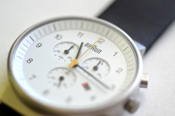 ブラウンの時計クロノグラフ白