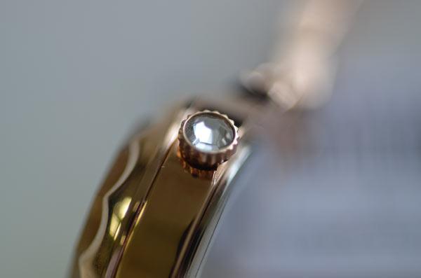 ジルスチュアートの時計フラワーリングのスワロフスキー断面