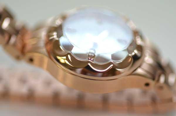ジルスチュアートの時計フラワーリングのガラス