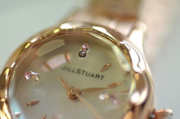 ジルスチュアートの時計フラワーリングのスワロフスキー