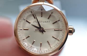 ジルスチュアート JILLSTUART 腕時計ダブルブレスレットのアップ