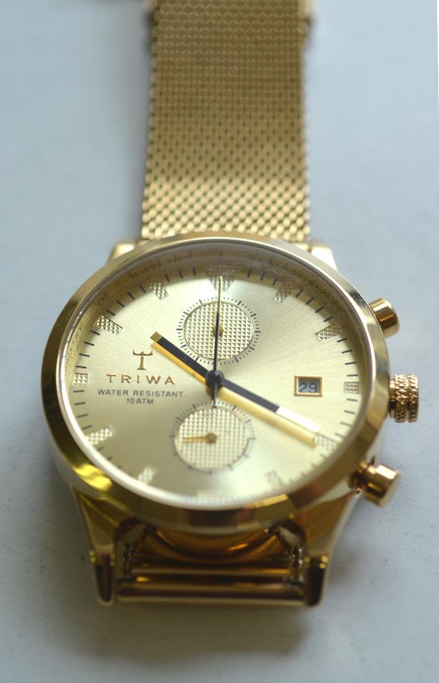 TORIWAのゴールドの時計SORT of BLACK