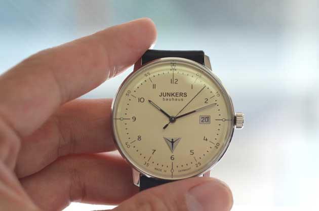 ユンカースJUNKERSバウハウスの時計の大きさ比較