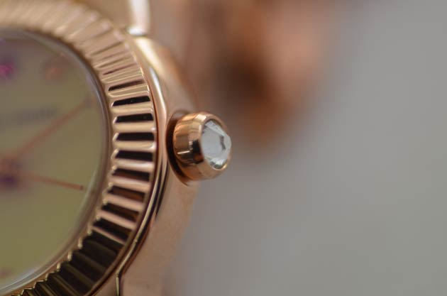ツモリチサトのスワロフスキー猫の時計