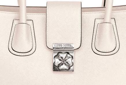 フォリフォリのハートフフォーハートのバッグ