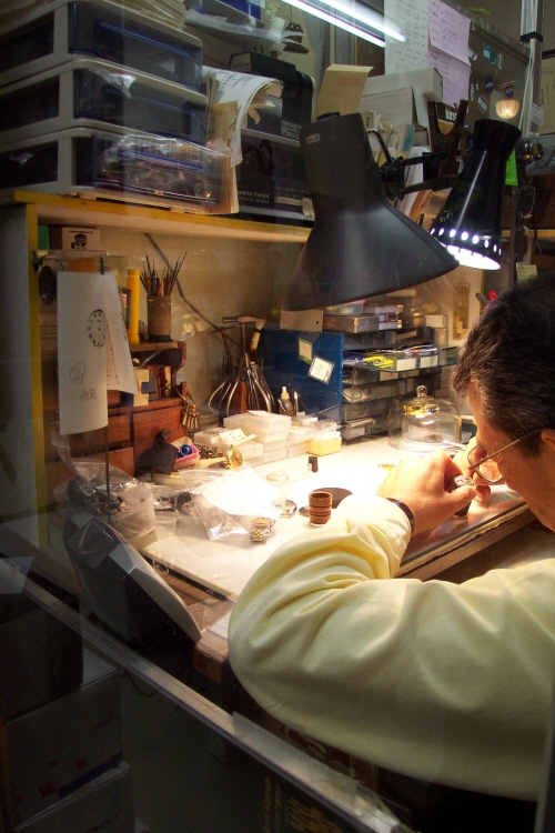 新潟で時計の修理やオーバーホールを行なってるヨシオカ