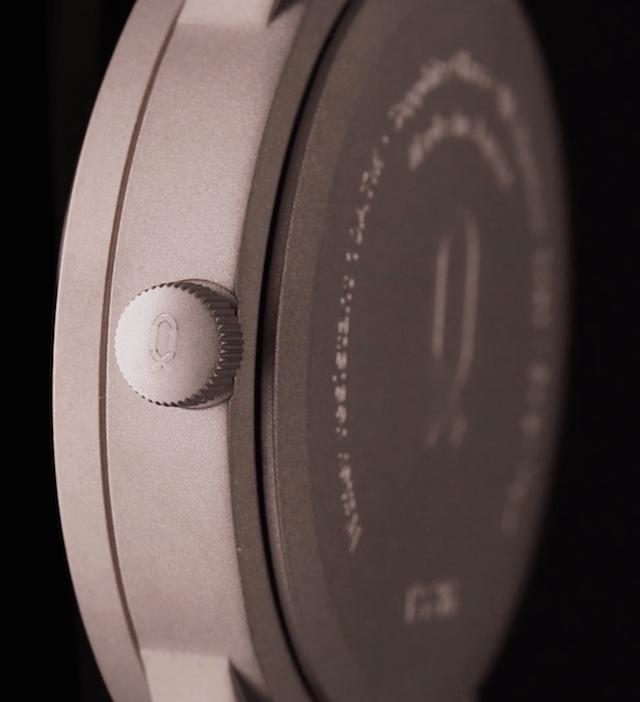 ノットのチタニウム時計