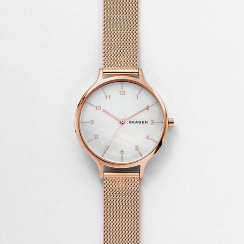 スカーゲンのマザーオブパールを使ったピンクゴールドの時計SKW2633