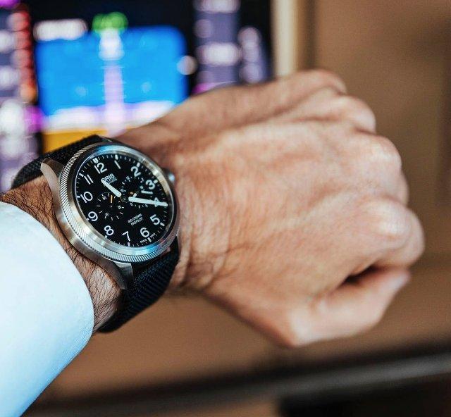 社会人として使えるオリスの時計