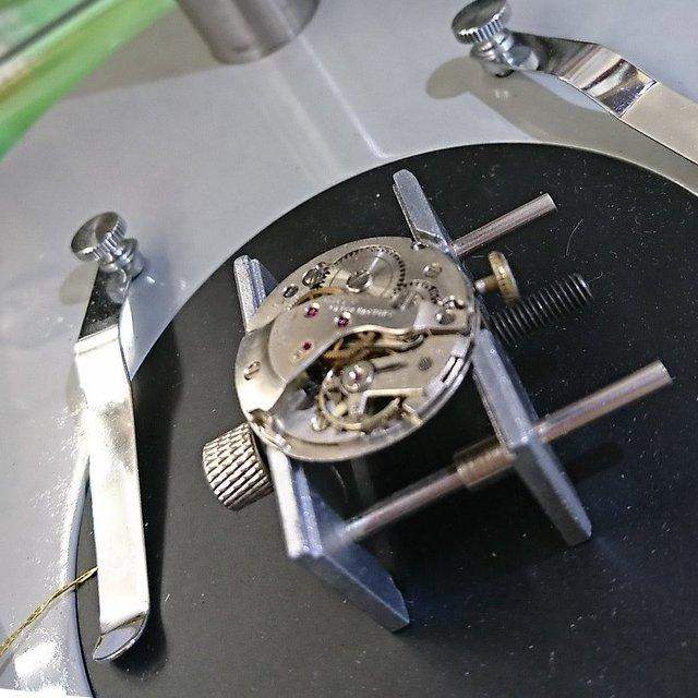群馬県時計の修理屋オーバーホールを行なう金喜屋