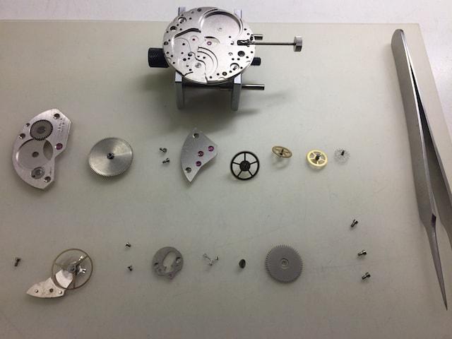 時計のムーブメントの分解と組み立て
