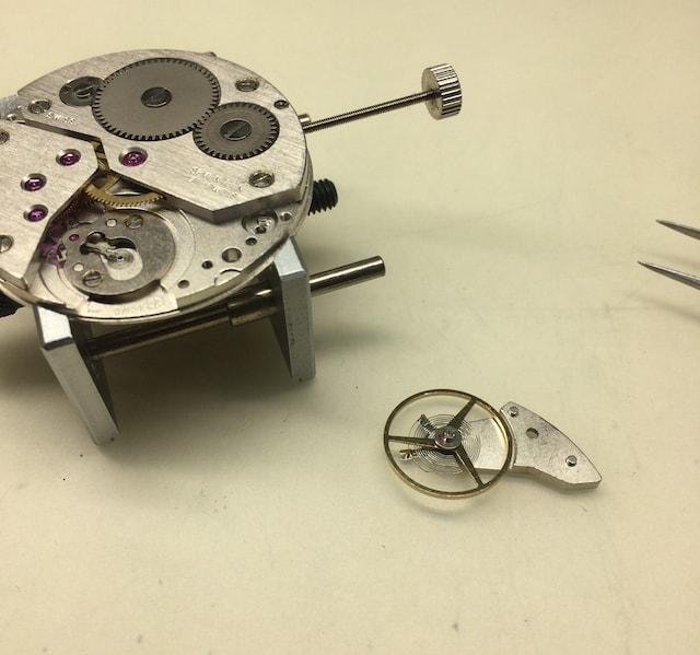 機械式時計のムーブメントのテンプ