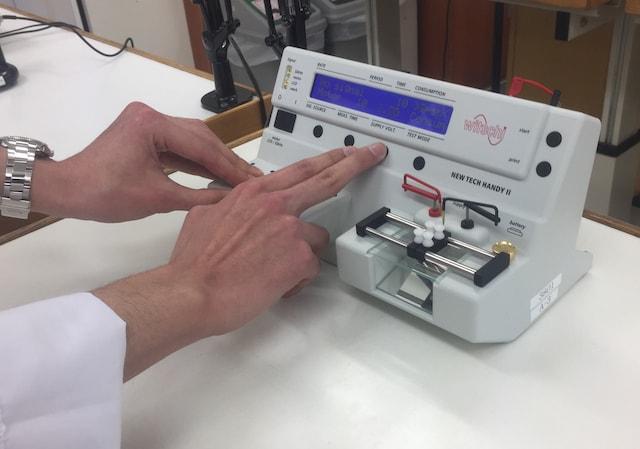 機械式時計の計測をするタイムグラファーの見方は?どんな役割をしてるの?
