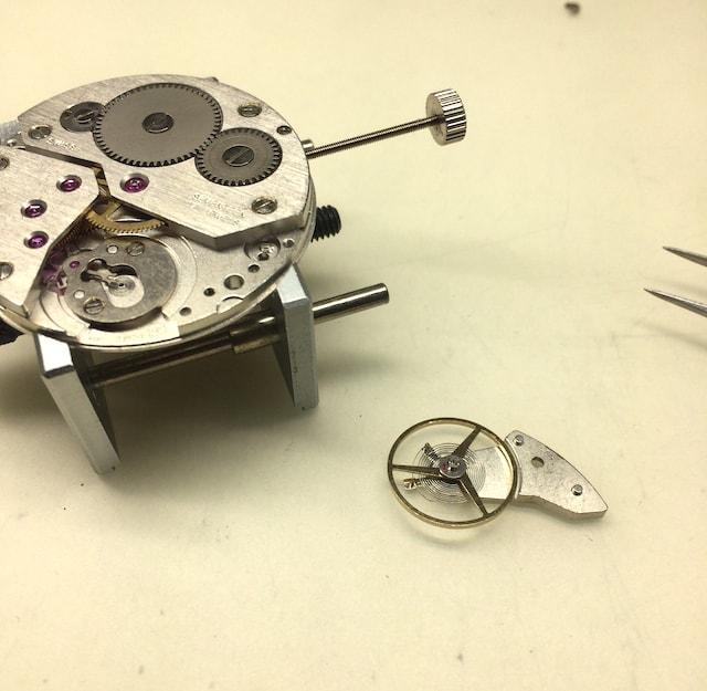 機械式時計のムーブメントとテンプ