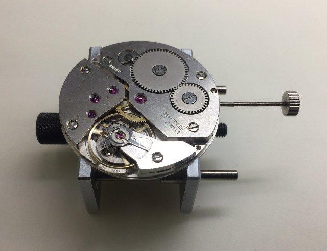 手巻きゼンマイ時計