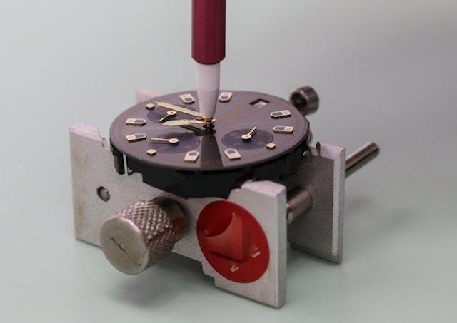 時計の針が取れた!そのまま放置すると曲がったり傷つくので修理したほうがよい