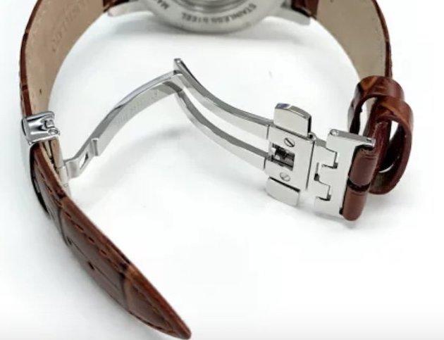 時計のベルトをとめるD-バックル