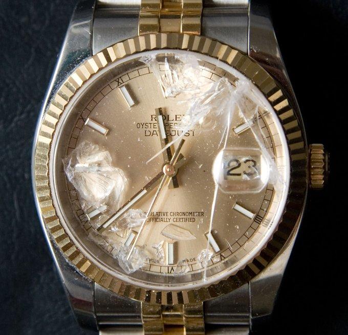 時計のガラスにヒビが!割れた何処に修理出せばよい?