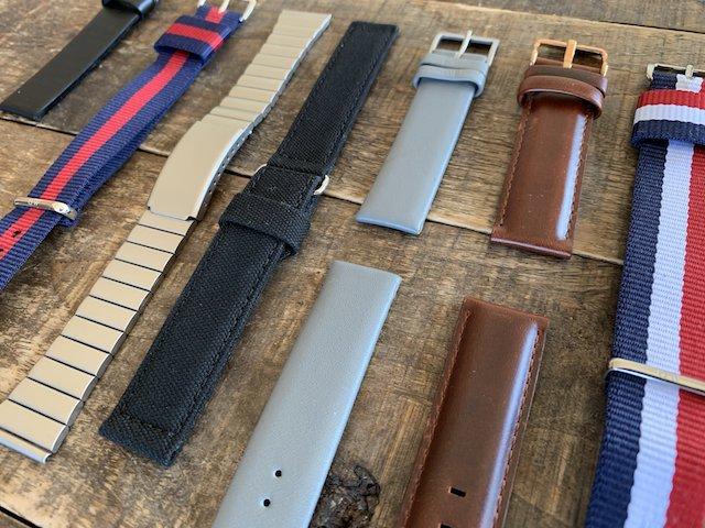 時計のベルト、茶色レザイーとグレイレザー、ナイロンブラック、金属ベルト