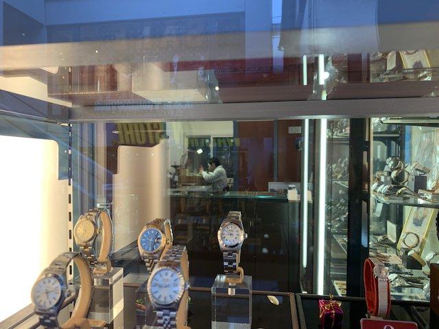 アンティークのクォーツ時計の修理やオーバーホール
