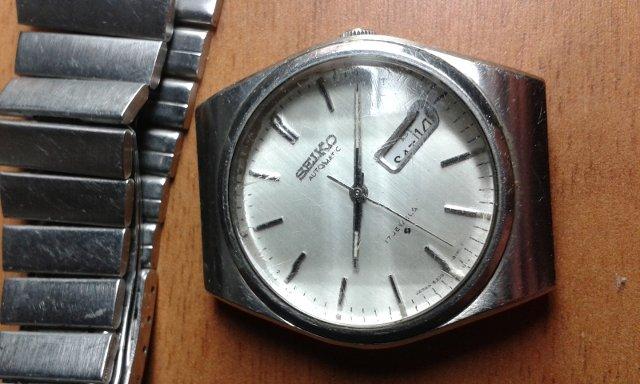 時計の文字盤が動いてずれてしまった、その原因と修理料金は?