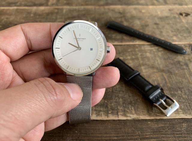 ノードグリーンの時計シルバー