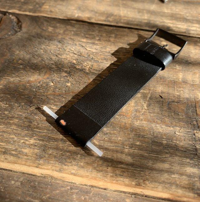 時計のベルトをカッターできるので安定させる為の真を入れる