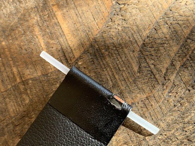 時計のベルトをカッターできってイージーレバーが入るように改造