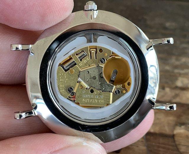 時計のダニエルウェリントン電池交換の仕方。