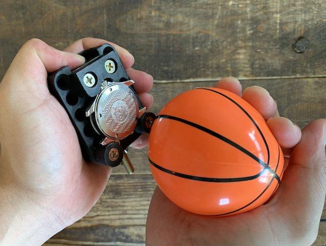 時計のスクリューバックをゴムボールを使って開けてみた。ねじ込み式裏蓋を100均を使って開ける方法