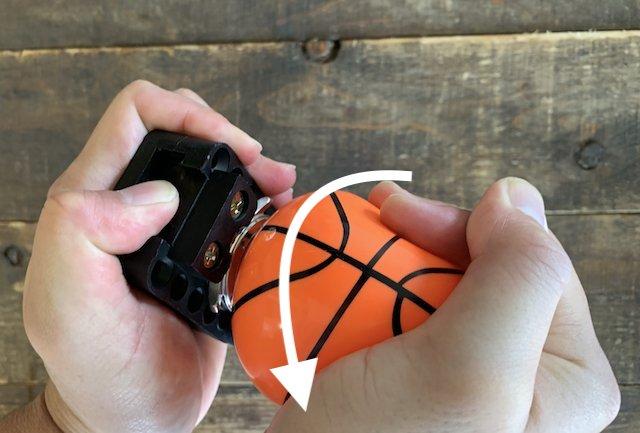 ゴムボールで時計のスクリューバックの裏蓋を開ける