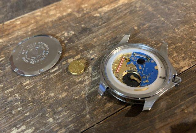 機械式時計は静電気の影響を受けないが電池式クォーツは壊れることも!
